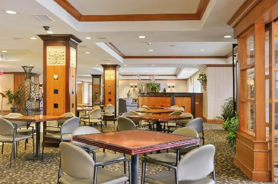 Gateway Hotel Dallas: Breakfast Area