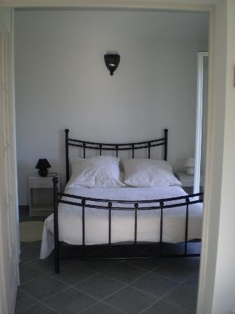 Le Clos Saint Paul: chambre de la petite maison
