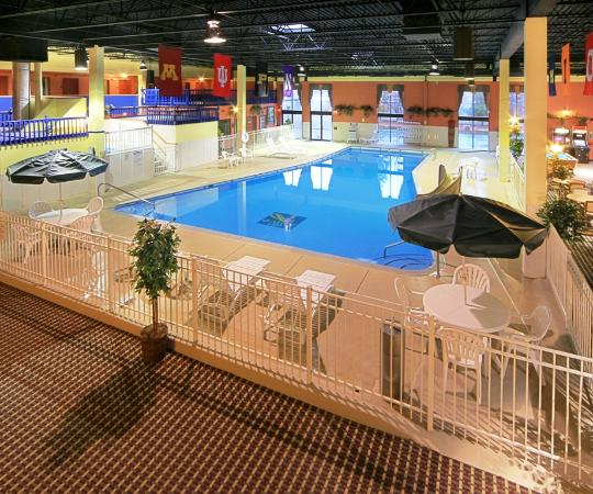 University Quality Inn : Lansing's largest indoor pool and hot tub
