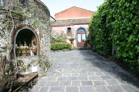 Sant'Alfio, Italia: Hauseingang
