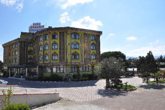 Adramis Termal Hotel Blick von Aussen