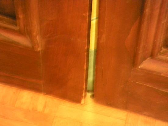 Martelli Hotel: Endija con la puerta cerrada