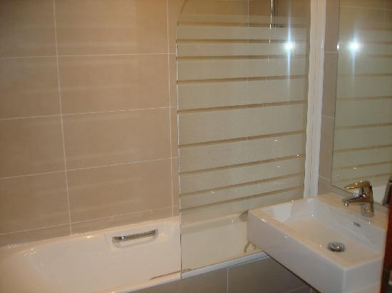 Mercure Bordeaux Chateau Chartrons Hotel : Bathroom