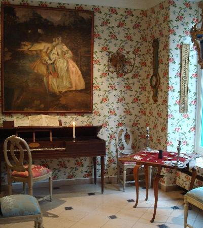 Hotel Caron de Beaumarchais: La réception et son beau piano