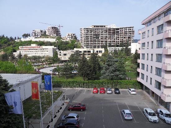 Hotel Montenegro Beach Resort: vue de notre chambre cote parking
