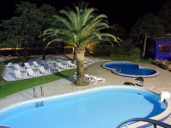 Hotel Montenegro Beach Resort : extèrieur nuit