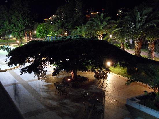 Hotel Montenegro Beach Resort: extèrieur nuit2