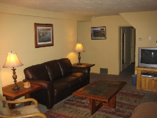 Yellowstone Cabin at Faithful Street Inn
