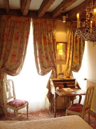 Hotel Caron de Beaumarchais : My room