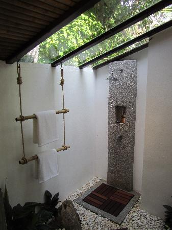 The Place Luxury Boutique Villas : The amazing good shower, beautifull bathroom