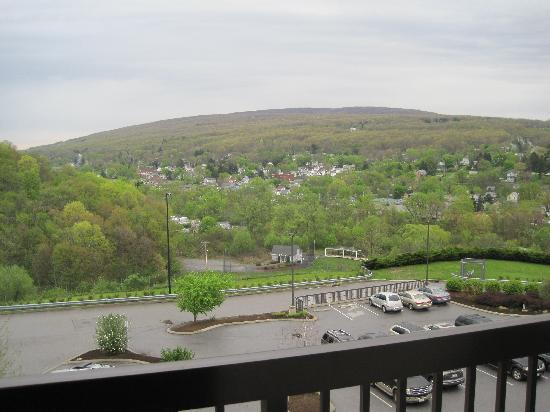 Courtyard Altoona: Wonderful View with seating area