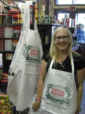 Central Grocery Company : Inside Central Grocery