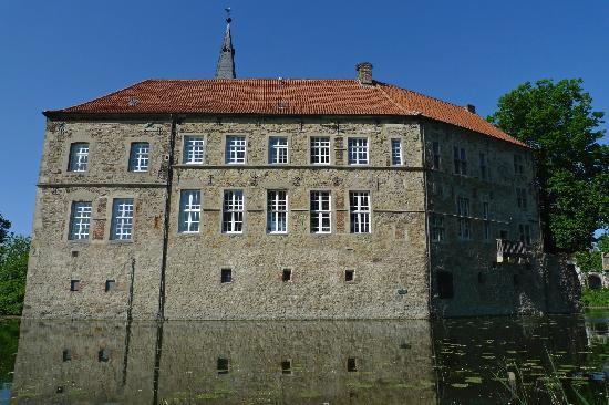 Burg Lüdinghausen, close by to the Hotel zur Post