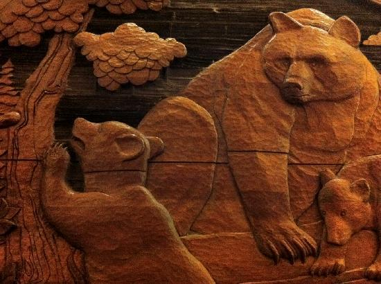 Red Lion Hotel Pasco: One of the carvings in the lobby