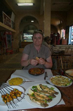 Restaurant Al Moukhtar: 110 dirrhams pour nous deux,tout compris ( on ne voit pas le thé à la menthe et mon soda sur la