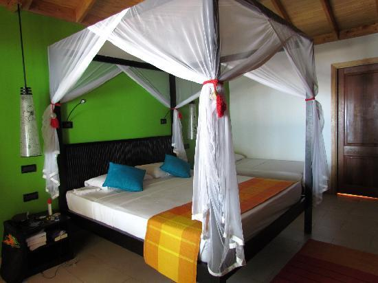 Vilamendhoo Island Resort & Spa: interno beach villa