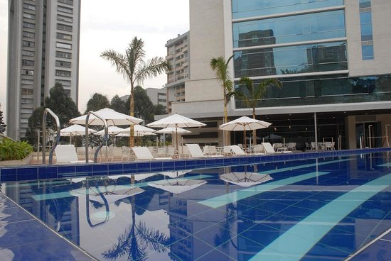 NH Collection Royal Medellin: Swimming Pool