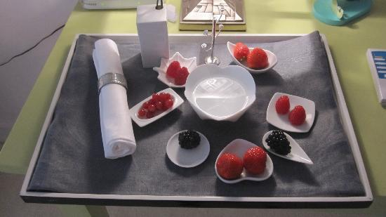 Jays Paris: one example of the fruit tray delivered to our room each afternoon