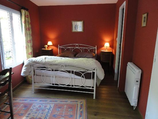 "B & B of the Marcs d'Or : The ""Red Room"""