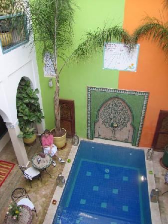 Riad Caesar: Courtyard with (small) pool