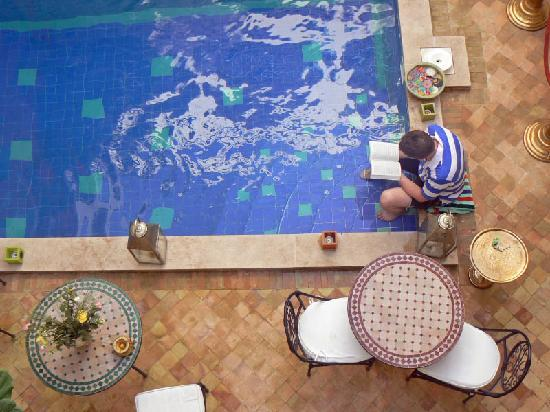 Riad Caesar: Pool and courtyard