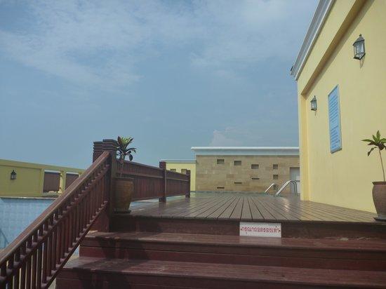 kinderpool auf dem dach picture of crystal palace hotel bang lamung tripadvisor. Black Bedroom Furniture Sets. Home Design Ideas
