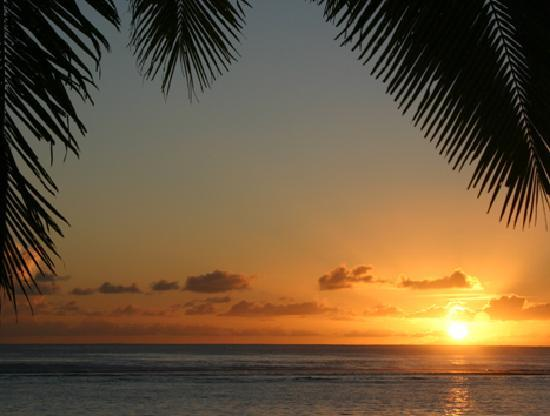 Sunhaven Beach Bungalows: Another sunset from our deck