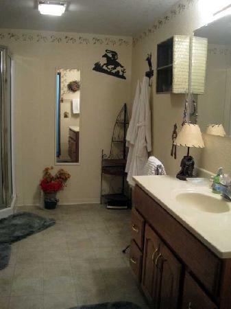 Whitebird Summit Ranch: Rodep room bathroom