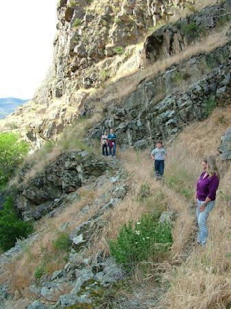Whitebird Summit Ranch: Hike Hells Canyon minutes from the lodge