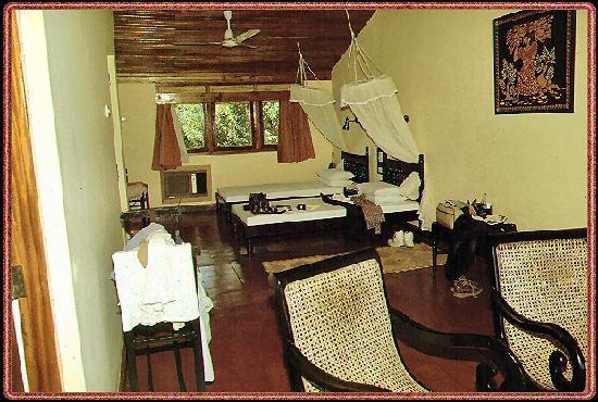 Nilaveli Beach Hotel: Zimmerfoto 01