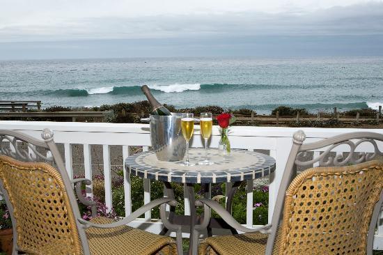 Sand Pebbles Inn: Full Ocean Patio