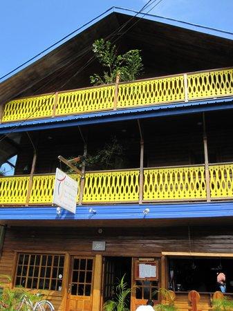 Hotel Bocas del Toro: Front of hotel