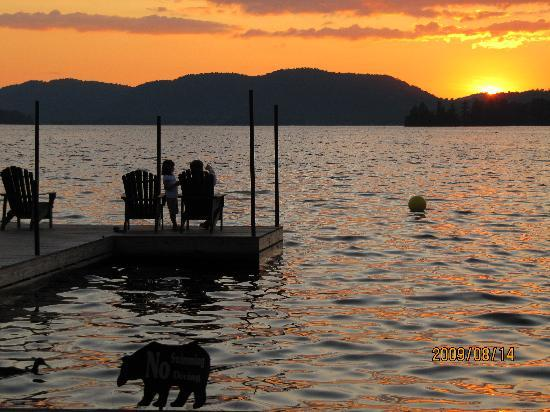 Stiefvater's Lakeside Cottages: enjoy another beautiful sunset!