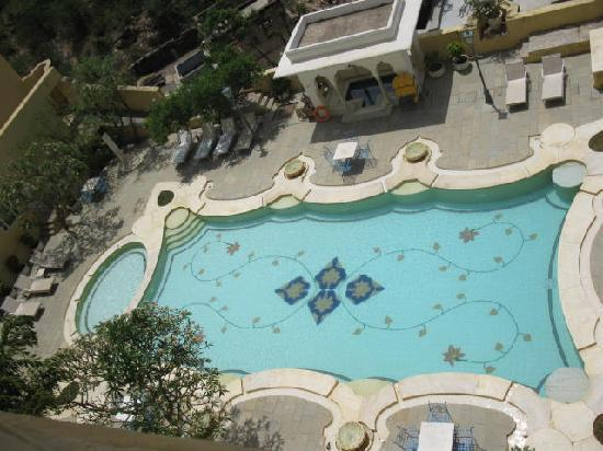 Samode Palace : Tile pool--view from room