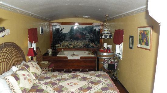 Featherbed Railroad Bed & Breakfast Resort: inside my room