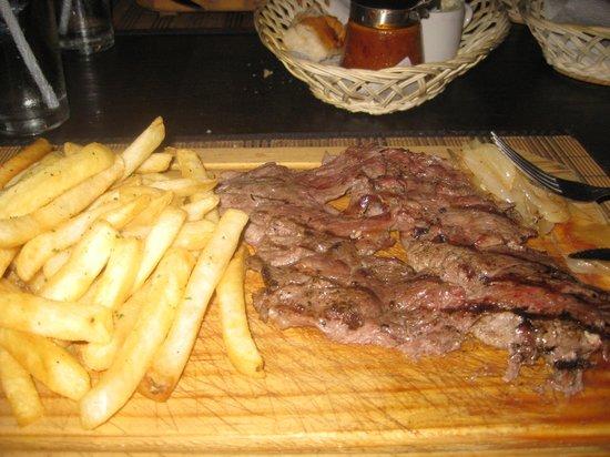 Restaurant Parrilla El Criollo: Arrachera and fries