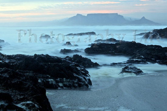 Upington, Sudáfrica: Table Mountain at sunrise is just one of the photos you will be able to take on our tours