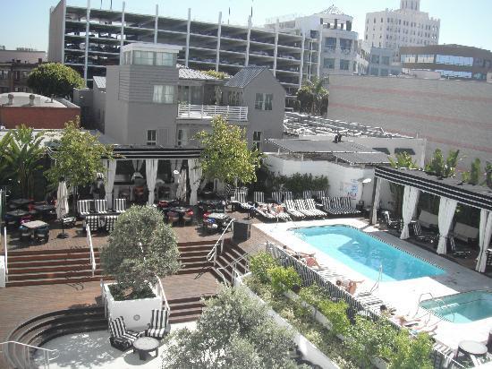 Hotel Shangri-La Santa Monica: pool area