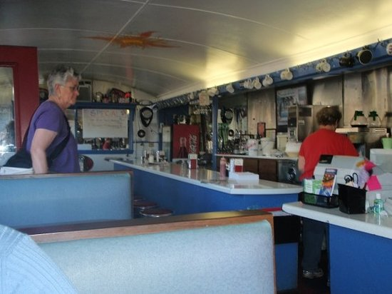 Brunswick Diner: So cute inside... a real flash back
