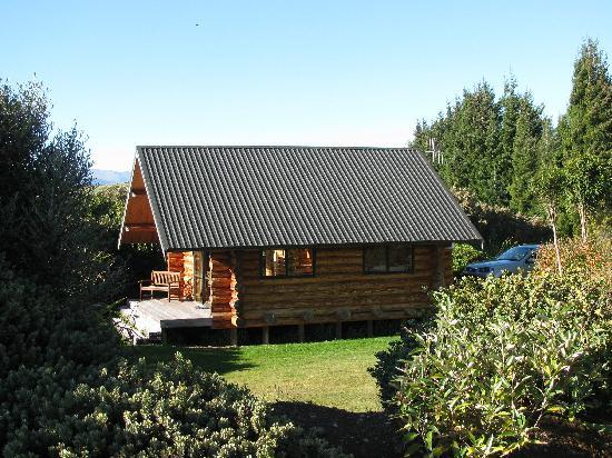 Fiordland Lodge: Our log cabin