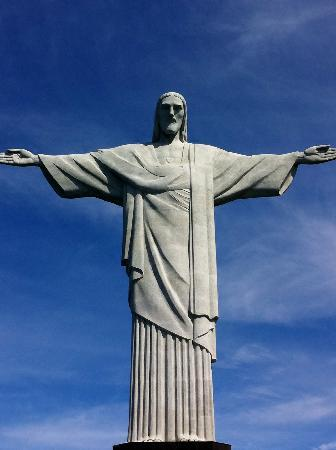 รูปปั้นพระเยซูคริสต์: View of Christ Redeemer statue from Corcovado