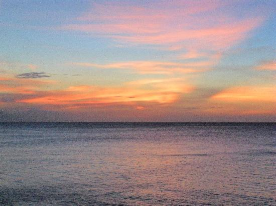 Sunset at Aninuan Beach Resort: sunset