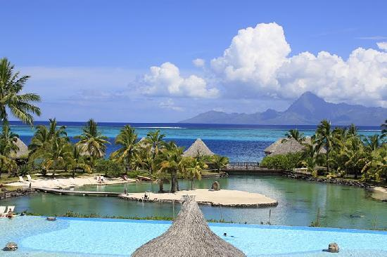 InterContinental Tahiti Resort & Spa: View of the pool and lagoonarium
