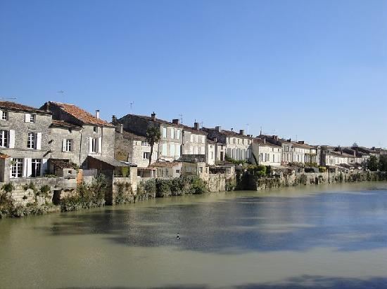 saint savinien sur charente picture of saint jean d 39 angely charente maritime tripadvisor. Black Bedroom Furniture Sets. Home Design Ideas