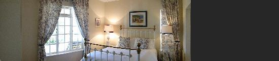 Blueberry Hill Cottages: Lavender Cottage Master Bedroom