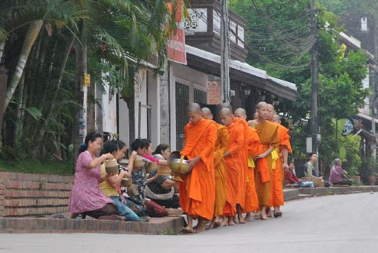 Luang Prabang, Laos: Monks 6-6.30am time to see