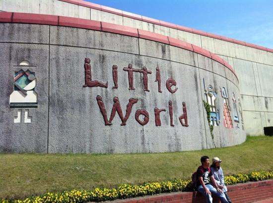 The Little World Museum of Man: la entrada