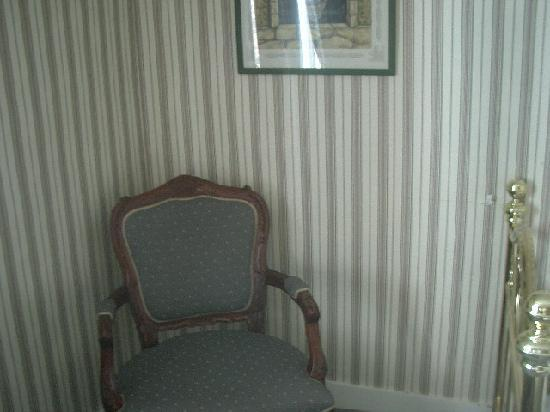 Hotel Passage : The chair.