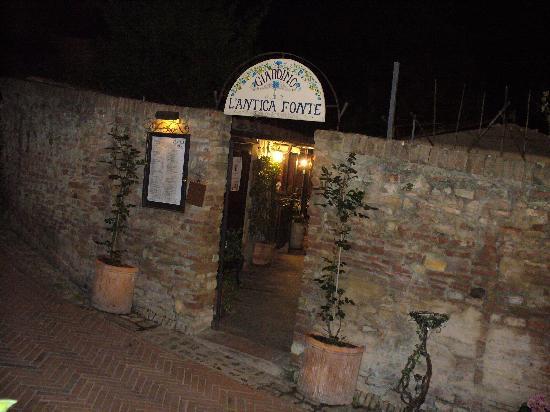 Ristorante L'Antica Fonte: entrata della terrazza