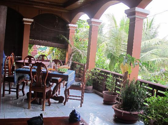 Bayon Garden Guesthouse: Frühstück auf der Terasse